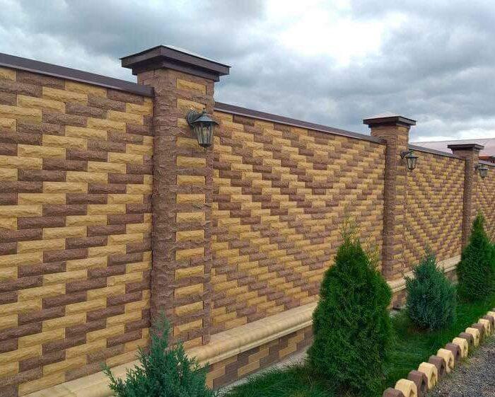 Изображение красивый забор из кирпича Литос